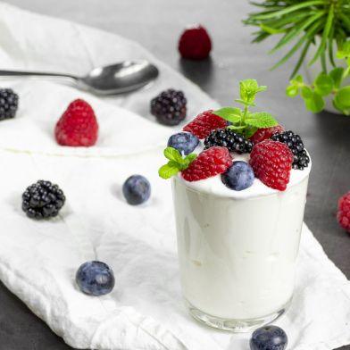 Yogurt greco artigianale light 180g con mirtilli, lamponi e more