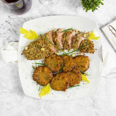 Filetto di maiale cotto a bassa temperatura 550g con panour di nocciole e crocchette di patate dolci
